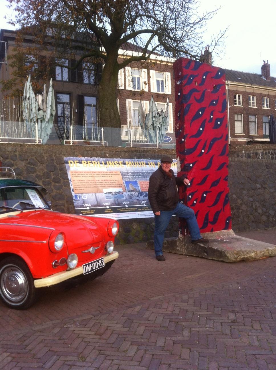 Berlijnse muur op de kade in Arnhem en Jan